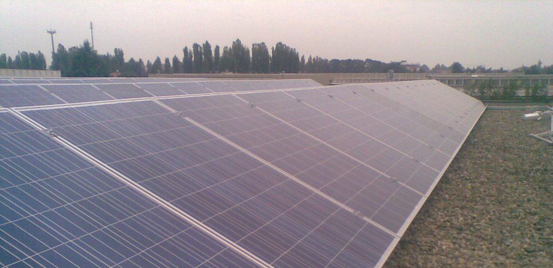 Impianto fotovoltaico con struttura zavorrata